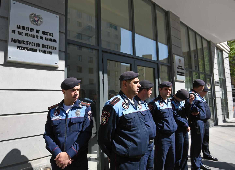 В Ереване полковник полиции ограбил банк