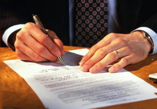 Одно из отличий между кредитом и рассрочкой — форма договора