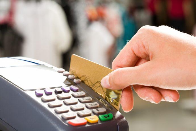 ЦБ предсказал превышение безналичных платежей